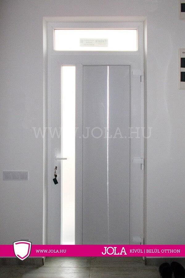 Bejárati ajtó referencia